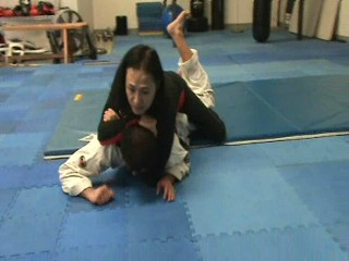 Headlock escape from the ground by leg hook
