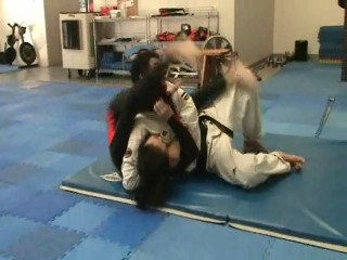 Headlock Escape from the ground by sweeping, then armbar